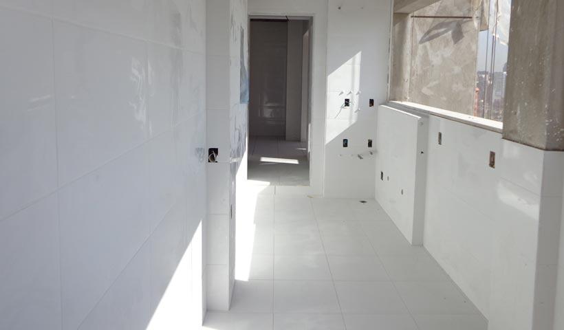 Apartamento - Cerâmica terraço serviço